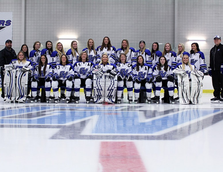 2016-17 Women's Ice Hockey Team Photo