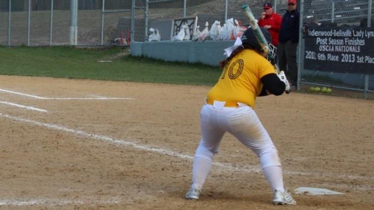Hornets Drop Doubleheader to Mustangs