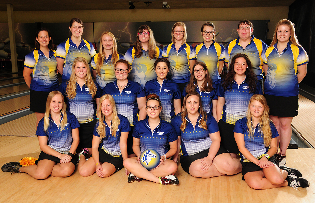 2015-16 Women's Bowling Team Photo