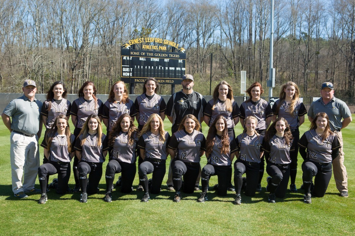 2017 Softball Team Photo