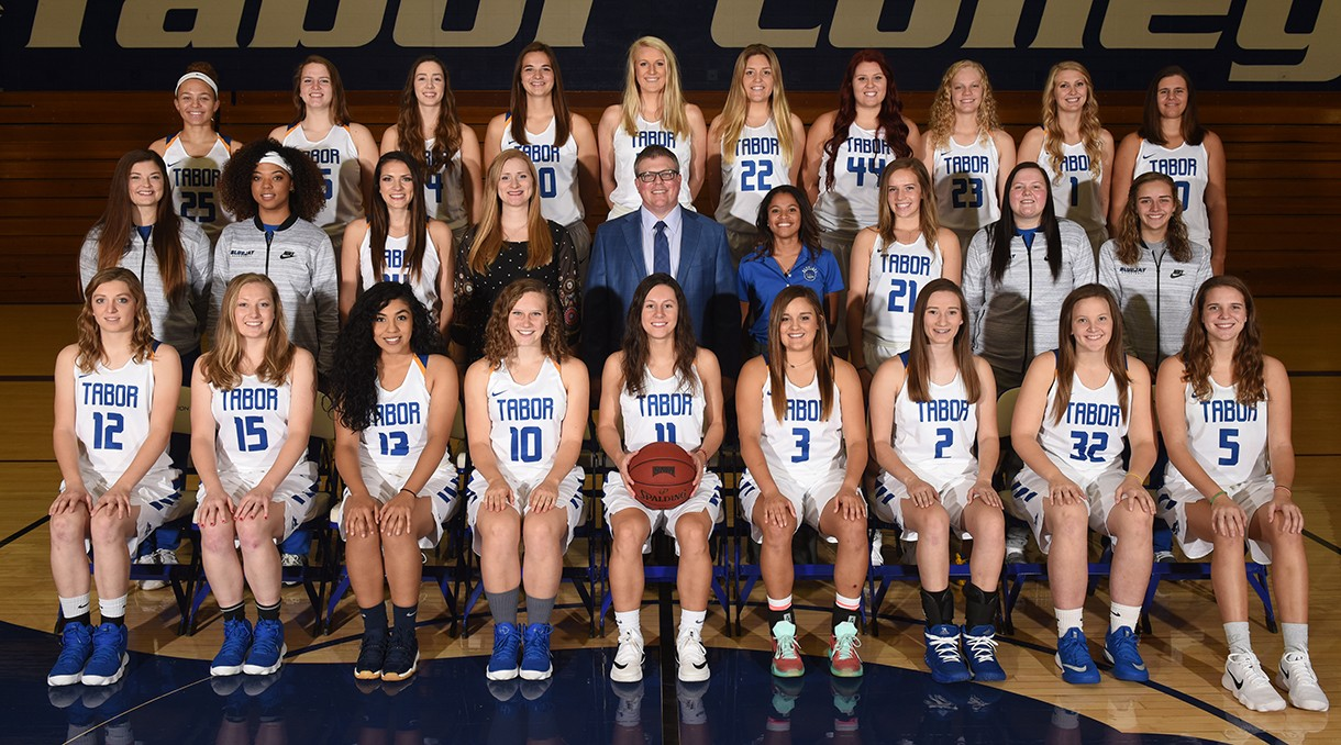 2017-18 Women's Basketball Team Photo