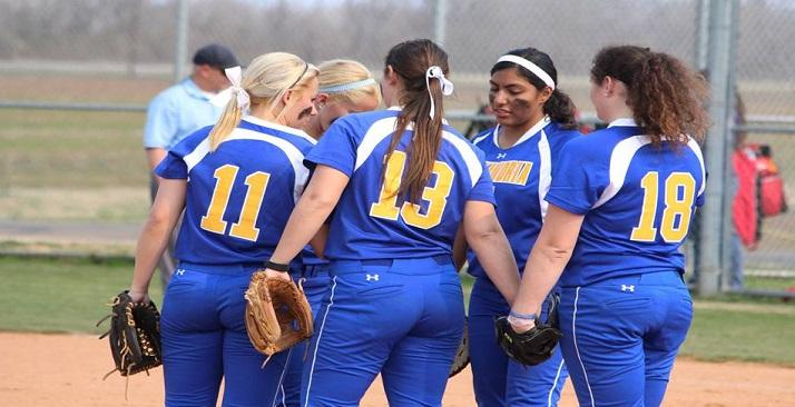 Softball sweeps NAIA opening round and clinches spot into