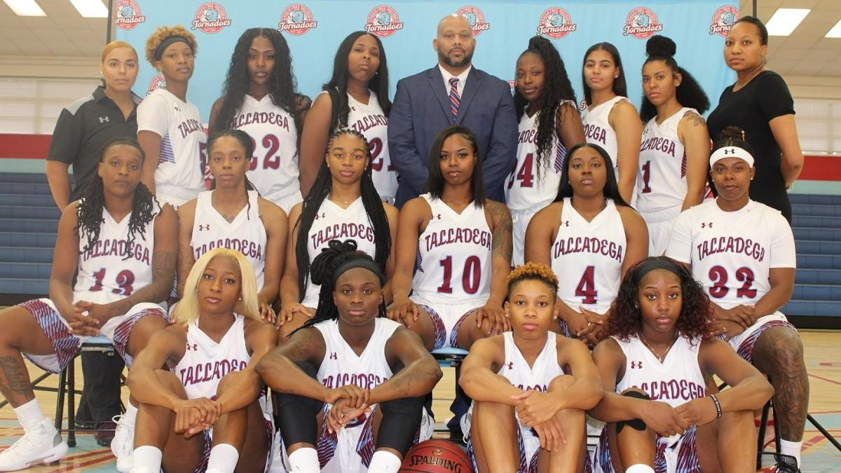 Women S Basketball Ranked 15th In Naia Coaches Poll